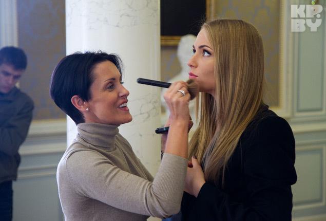 Известный стилист Натали Роше работала над каждым образом Алены в новом клипе.