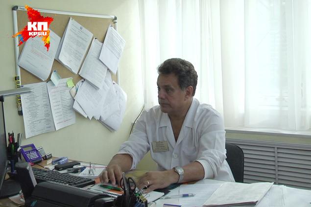 Главный врач роддома №1 Виталий Мельников устало объясняет, как все было. Если не рассказать, все будут на стороне бедной мигрантки