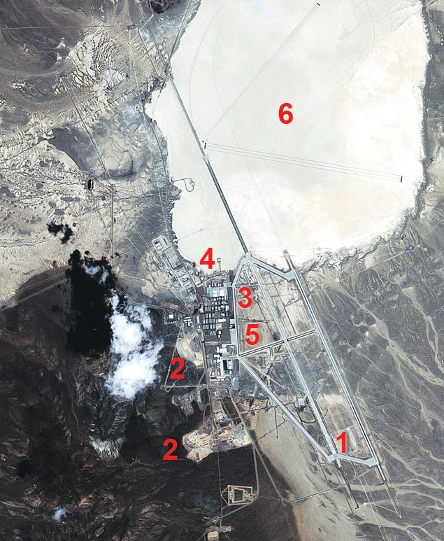 Вид на «Зону 51» из космоса. 1. Взлетно-посадочные полосы. 2. Траншеи. 3. Жилые здания. 4. Ангары. 5. Лаборатории. 6. Соленое озеро.