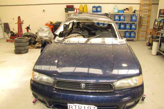Автомобиль Рутгера, пробитый неизвестным летающим предметом - НЛО, как назвала его полиция Новой Зеландии. Часть лобового стекла с дыркой вырезана и отправлено на экспертизу