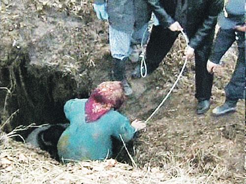 Затворники вышли из подземелья спустя полгода.