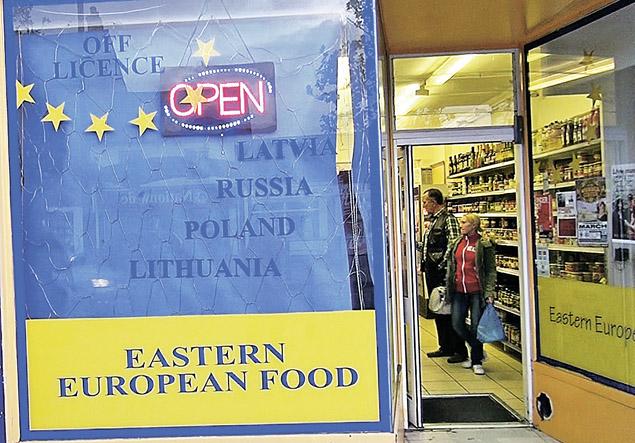 Это раньше эмигрантов следовало искать около церкви. Сейчас - в магазине продуктов из Восточной Европы.