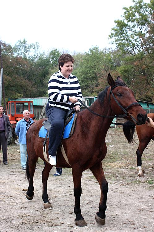 Татьяна Евсикова и коня на скаку остановит...