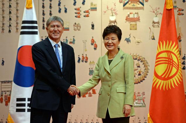 Президент Атамбаев во время своего недавнего визита в Южную Корею призывал вкладывать деньги в республику.