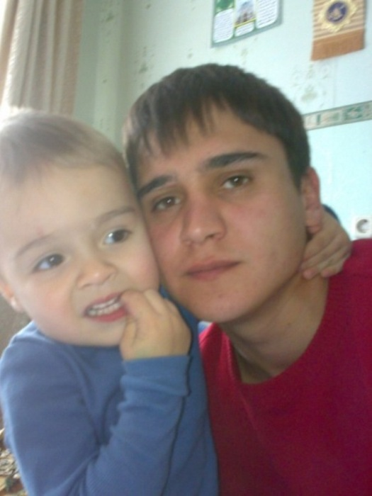 У Дениса Хафизова остался маленький сын