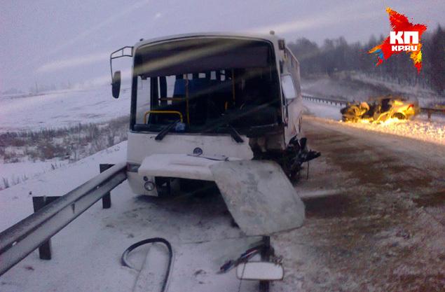 В момент ДТП в автобусе находились 9 человек: 7 пассажиров и 2 водителя.