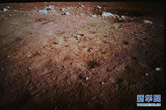 Китайцы сфотографировали поверхность Луны и без