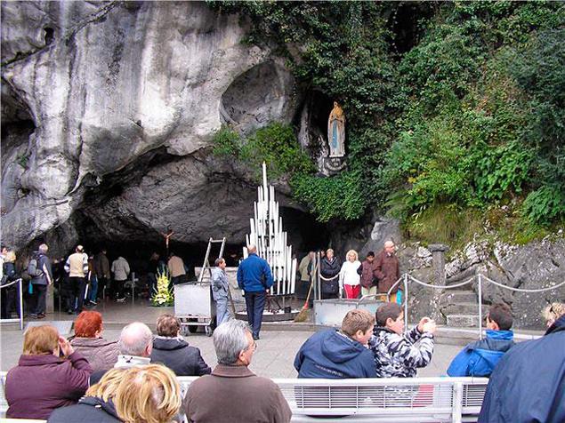 Лурдская пещера.