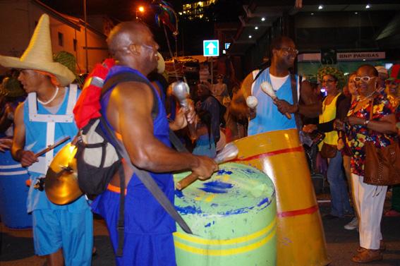 Невзоровы вместе с местными жителями и День Высокомерия отметили, и на карнавале погуляли.