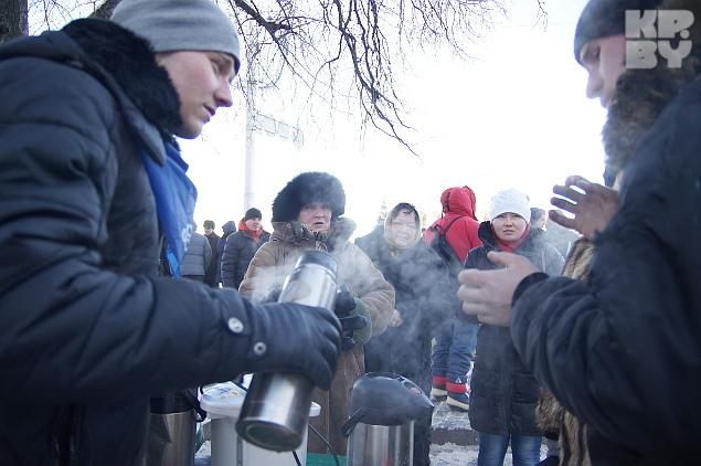 В 20-градусный мороз греются чаем