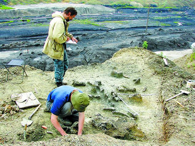 В раскопках Сергею Краснолуцкому помогали его ученики-скульпторы