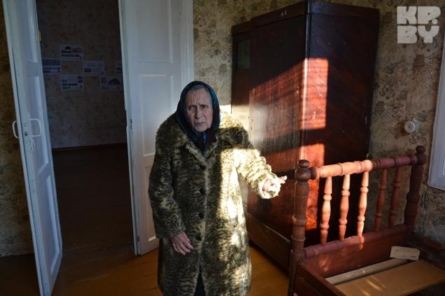 Экспозиция в доме скудная: из старинной мебели - кровать да шкаф.