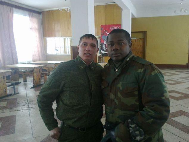 Дилюс Гарипов с сослуживцем