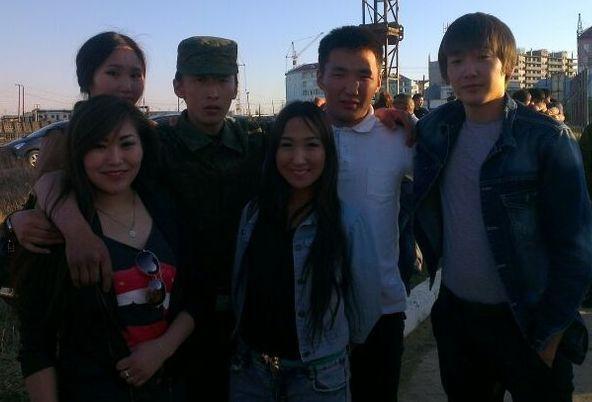 Алексей Хартасов с родными перед уходом в армию