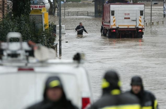 Наводнение парализовало движение транспорта
