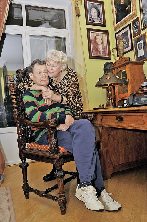 Людмила Поргина и Николай Караченцов более 40 лет вместе. Последние девять - это борьба за жизнь любимого артиста.