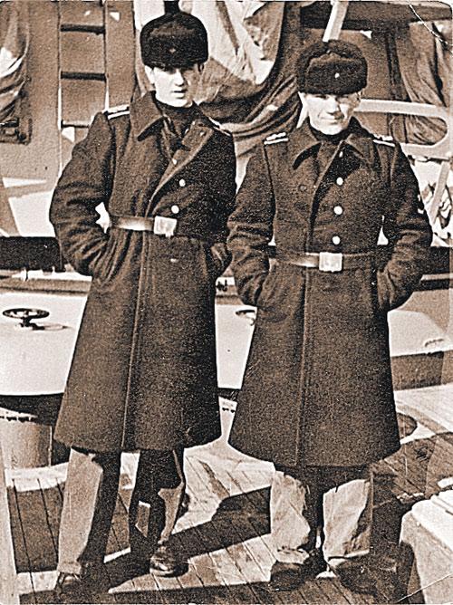 1976 год. Курсанты военно-морского училища Константин Сиденко (слева) и Сергей Кубынин. Первому суждено было стать адмиралом.  А второго после ЧП выжили с флота.