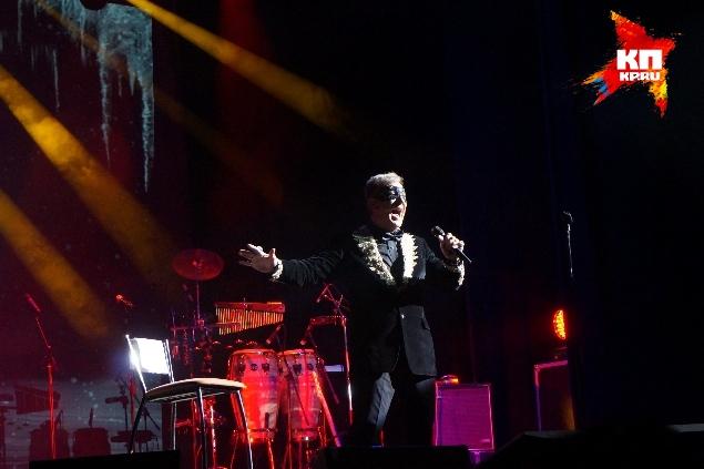 Во втором отделении Сергей Пенкин спел известные на весь мир «Ave Maria», арию мистера Икс из одноименной оперетты и «Besame mucho»