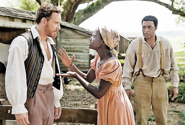 Майкл Фассбендер, сумасшедший работорговец, и Лупита Нионго, его рабыня, номинированы зафильм «12 лет в рабстве».