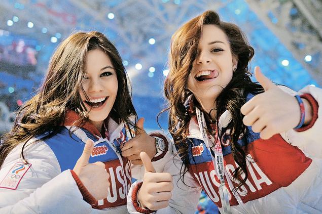 Подружки-чемпионки: Лена Ильиных (слева) и Аделина Сотникова.