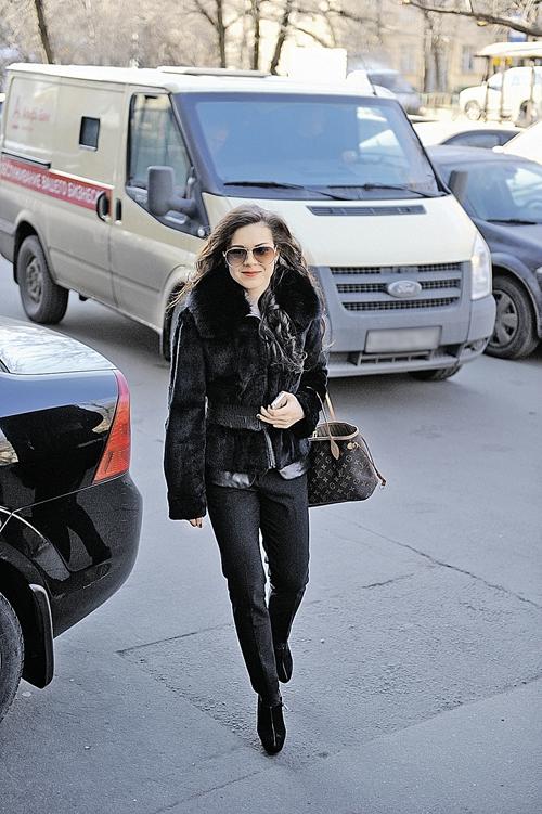 Темные очки, модная сумка и каблуки: голливудская звезда, анефигуристка!