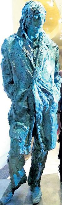 Вдова Абдулова в шоке от памятника мужу