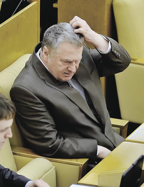 Жириновский защищается от подзатыльника?