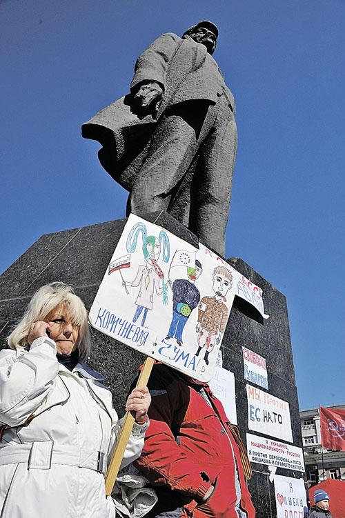 Если западенцы осуждают Ленина и сносят ему памятники, они должны осуждать и его деяния: насильственное включение в состав Украины территорий войска донского и запорожского и Новороссии