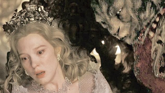 В «Красавице и чудовище» Венсан Кассель выступил в образе монстра (справа). Сейду делала вид, что ей очень страшно.