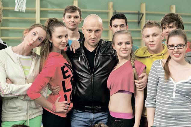 Молодые актеры просто влюбились в своего «физрука» Дмитрия Нагиева.