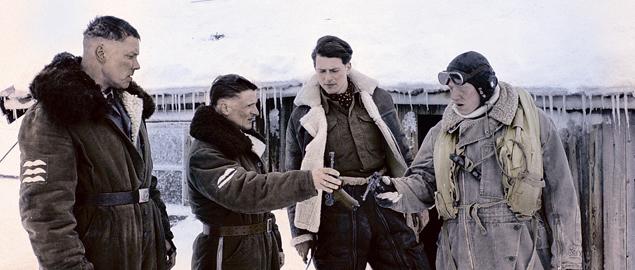 Чтобы не заскучать, Руперт старается играть разных персонажей: то военного(«В белом плену», справа)...