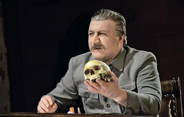 В роли Сталина вспектакле Владимира Мирзоева «Возвращение домой».
