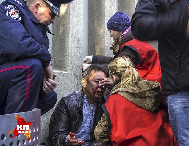 В результате митингующие захватили здание СБУ. При этом не обошлось без пострадавших