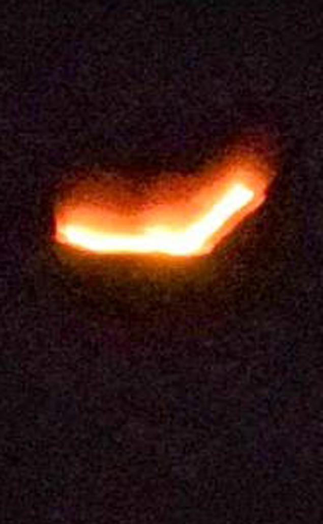 Светящийся треугольник над Австралией снят 19 апреля 2014 года