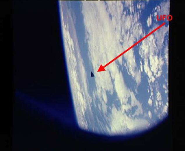 Треугольный НЛО, сфотографированный с борта шаттла
