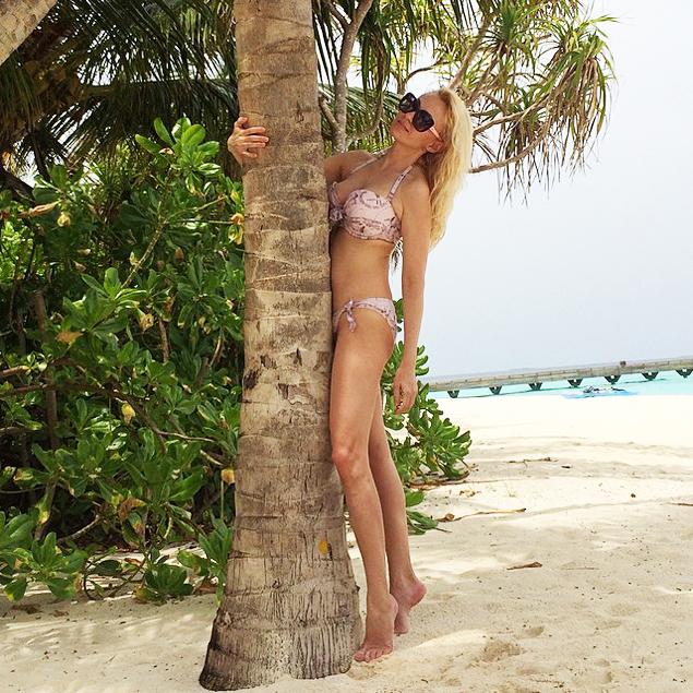 Яна Рудковская похвасталась стройной фигурой в бикини.