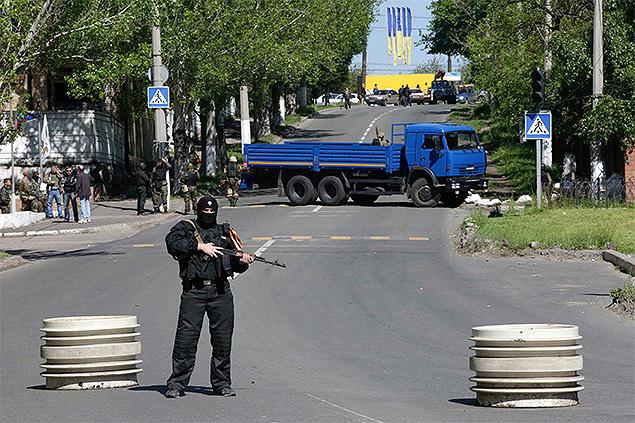 Блок-пост бойцов ДНР на улицах Донецка