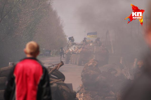 Те самые БТР, обстрелянные на комбикормовом заводе Фото: Александр КОЦ, Дмитрий СТЕШИН
