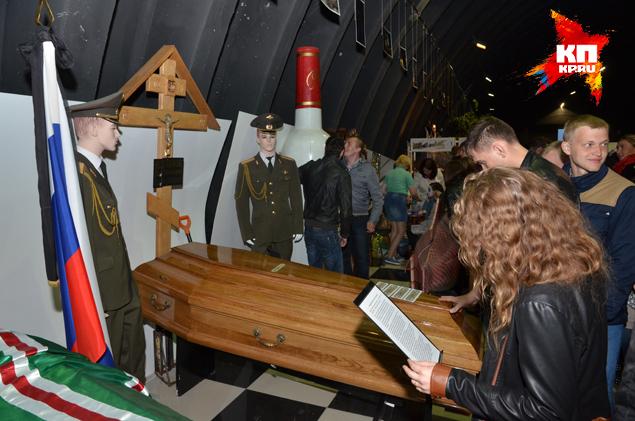В экспозиции - копии гробов Ленина, Сталина, Ельцина.
