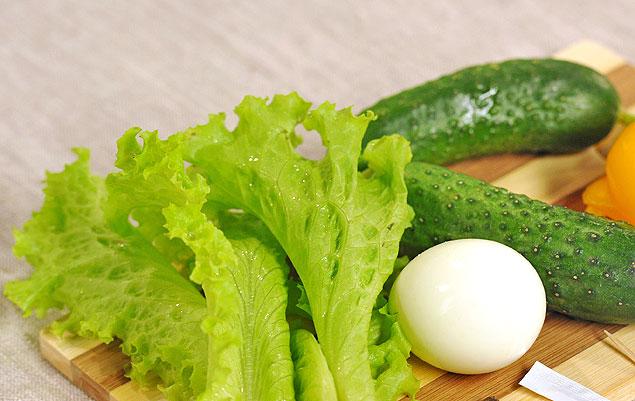 Овощи для окрошки нужно резать мелко - крошить