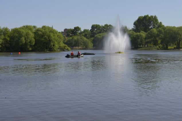 Сложность для спасателей в поиске утопающих могут составить работающие фонтаны