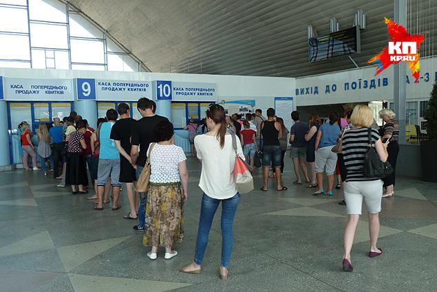 Как пояснили вокзальные же работники – пошел поток беженцев не только из Новороссии