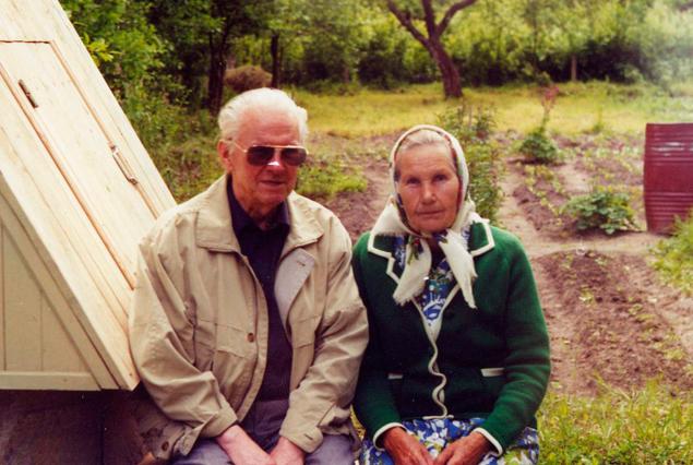 В Бычки к сестре Василь Быков приезжал раз в год, чаще не получалось.