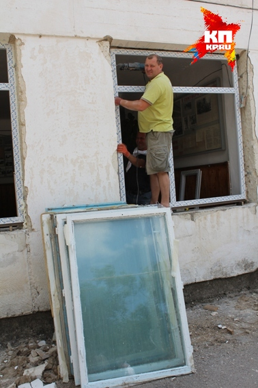 Окна в школе №1 не меняли со времен Брежнева. То есть никогда