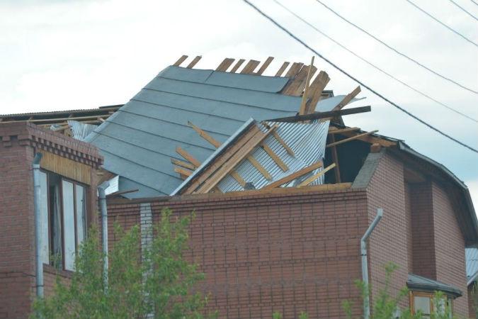 Снесло несколько крыш