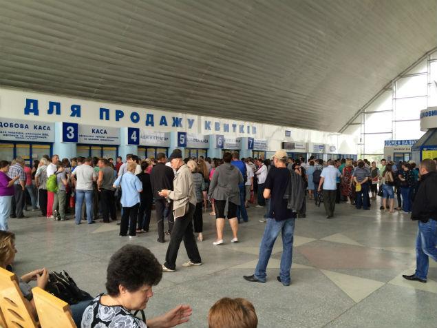 Очередь на вокзале Луганска