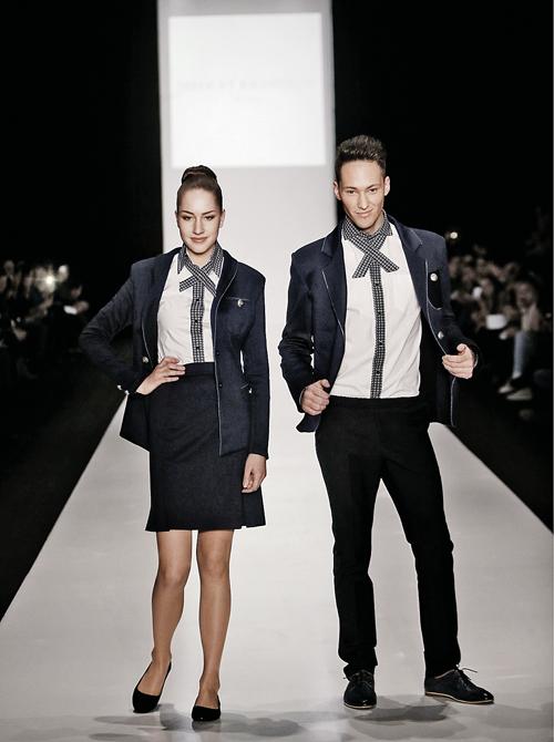 Серый цвет - для делового настроения, говорите? А мини-юбка?