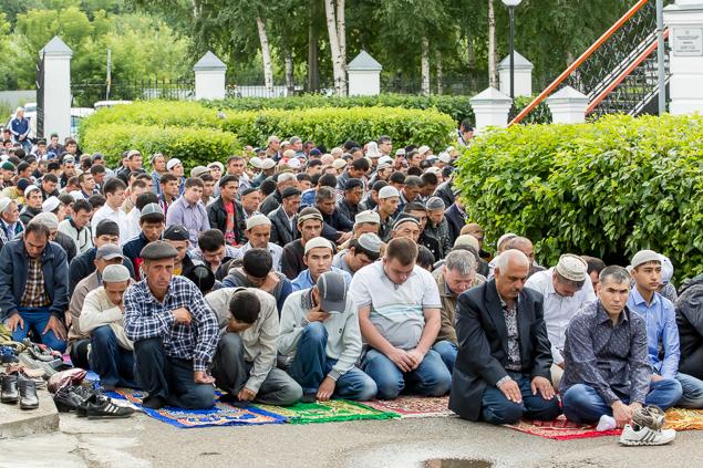Около трех тысяч мусульман в Томске отметили праздник Ураза-Байрам