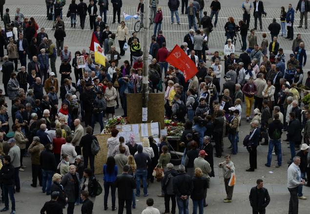 Жители Одессы собрались на Куликовом поле, чтобы почтить память погибших 2 мая в пожаре в Доме профсоюзов Фото: РИА Новости