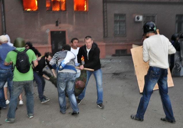 Участники массовых беспорядков у Дома профсоюзов в Одессе, 2 мая 2014 года Фото: РИА Новости